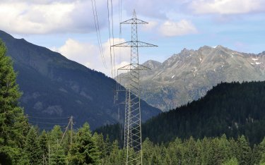 Between La Punt and Zernez, the pylons currently carry a line on only one side.